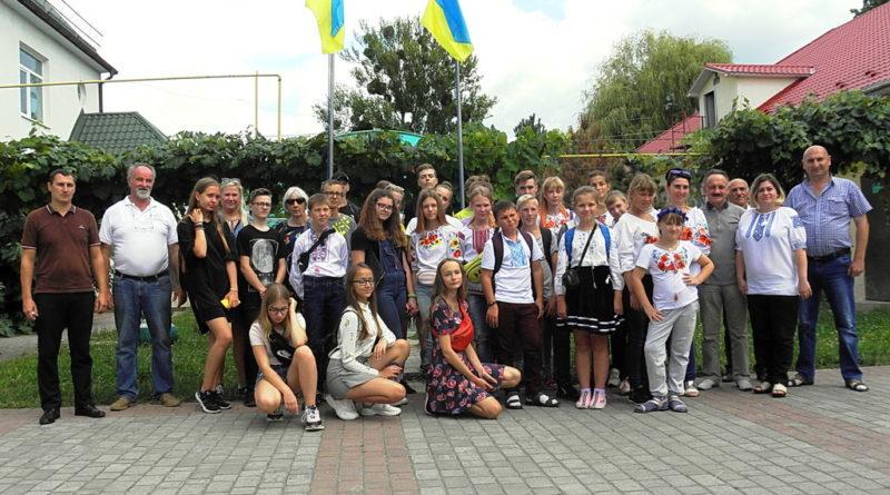 """Школярі з Литви  та з Луганщини, які відпочивають в """"Арніці"""", завітали в ЗОЕНЦ"""