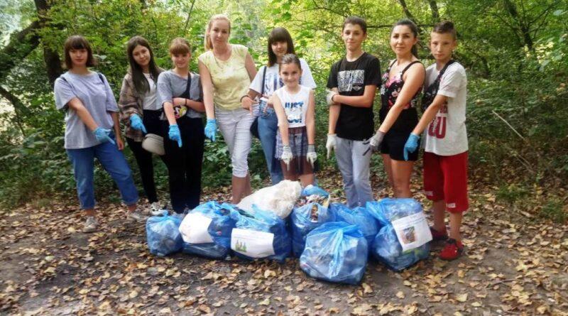 Юннати Закарпаття  підтримали міжнародну екологічну акцію, очищаючи береги річок від побутових відходів